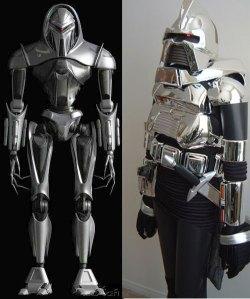 Cylons, respectivamente, da versão reimaginada e original.